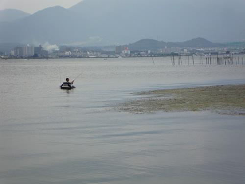 琵琶湖でフローター