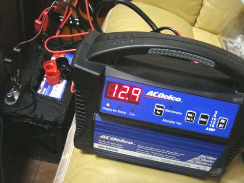 バッテリーACDelcoのM27MFの充電