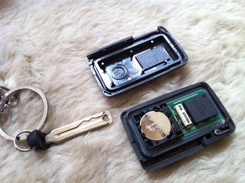 VOXYのスマートキーの電池交換