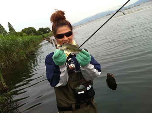 琵琶湖木浜でウェーダー