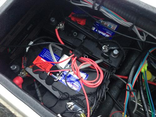 バスボートのバッテリー交換